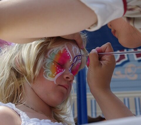 Face painting near Rodney Square apartments in Downtown Wilmington, DE